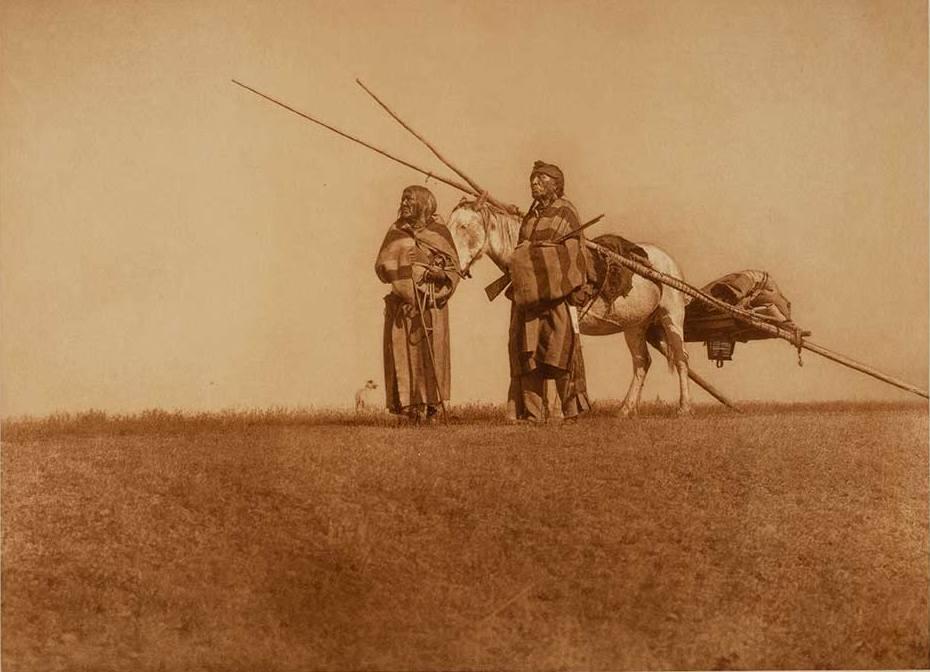 Indiáni kmene Černonožců s koňským smykem, Fotografie Edward Curtis.