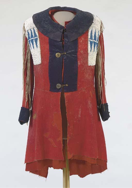 Kabát Nez Perce. Údajně patřil náčelníkovi Starému Josefovi - otci slavnějšího Josefa a měl ho na sobě při jednání v Lapwai r. 1868. Soukr. sbírka
