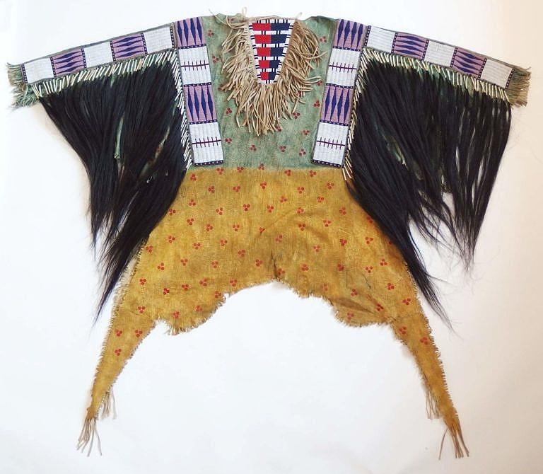 Válečná košile kmene Lakota z období kolem roku 1870