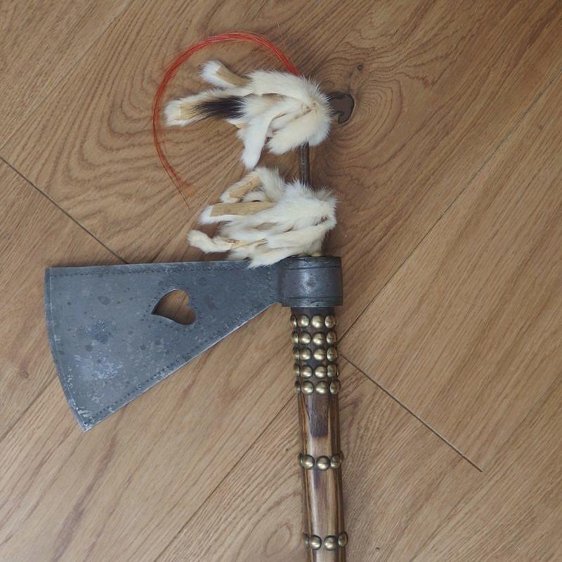 Missourský tomahawk se závěsem.