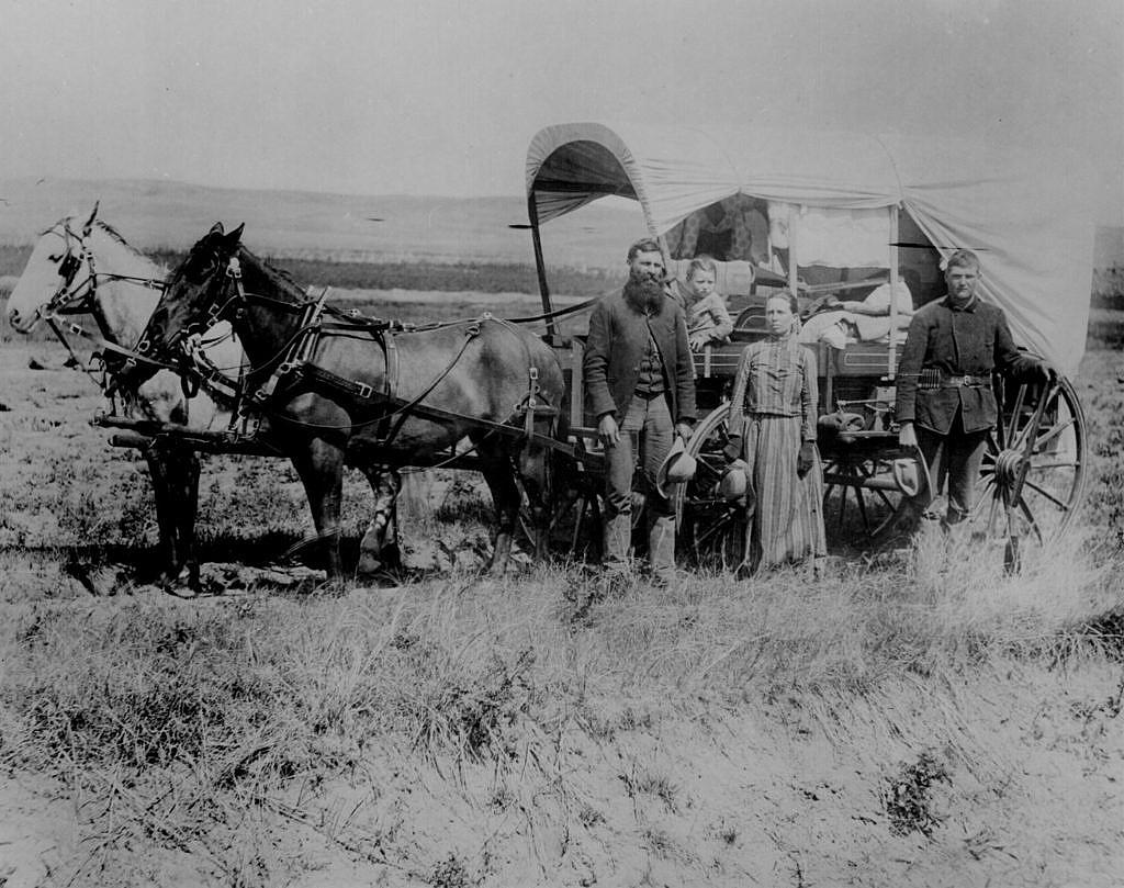 Rodina bílých přistěhovalců míří na západ.
