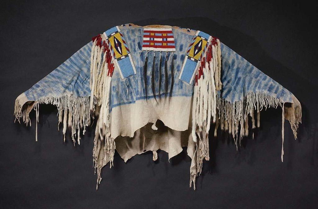 Válečná košile která také údajně patřila Josephovi. Byla vydražena za 482.500 USD