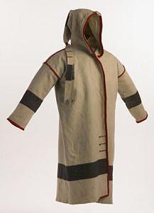 Indiánské kapote hranatého střihu vyrobené z Hudsons Bay bílé deky. BBHC