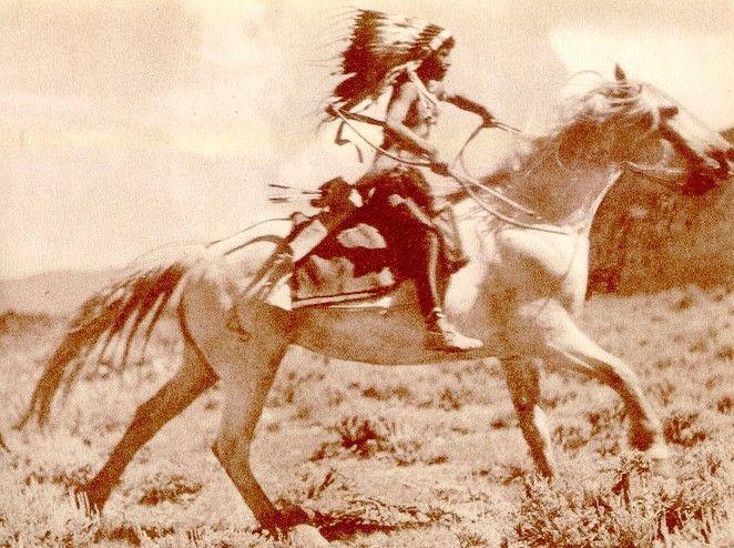 Indiánský chlapec na koni.