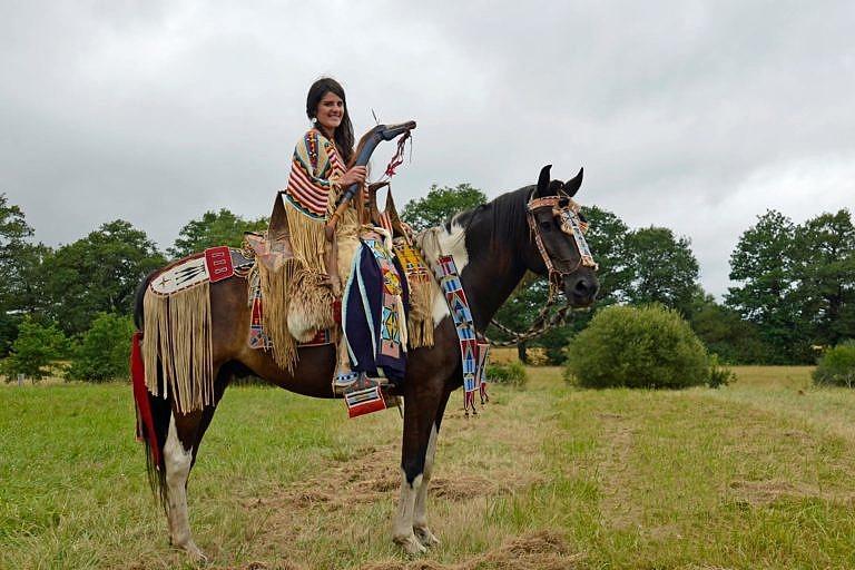 Indiánský reenacting francouzských hobbystů. V tomto případě jde indiánku z oblasti Kolumbijské plošiny.