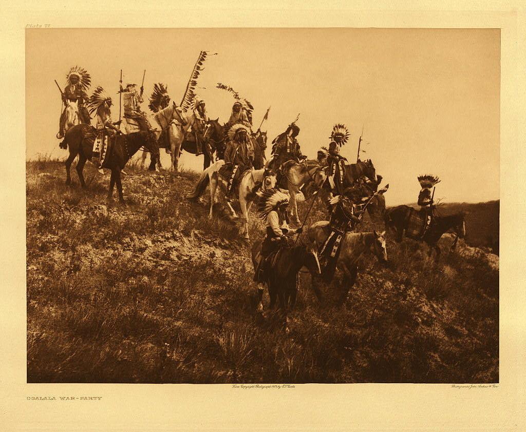 Indiáni kmene Lakota na fotografii Edwarda Curtise. Koně k indiánům Velkých plání neodmyslitelně patří.