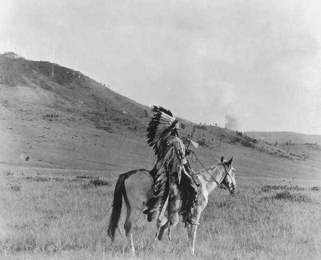 Náčelník Vraních indiánů Mnoho úderů.