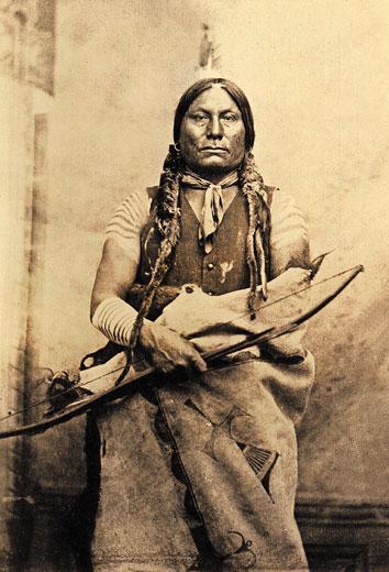 Náčelník Žluč z kmene Hunkpapských Lakotů.
