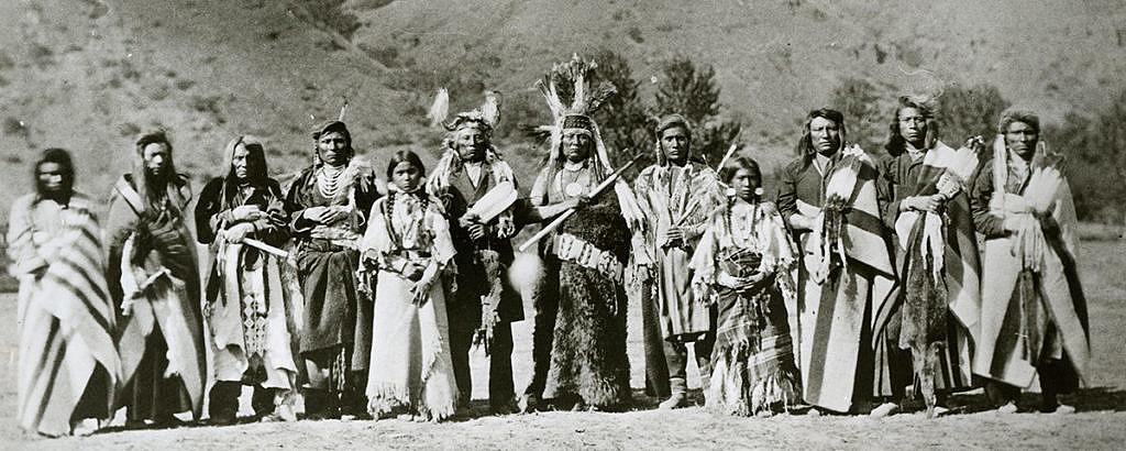 Příslušníci kmene Propíchnutých nosů