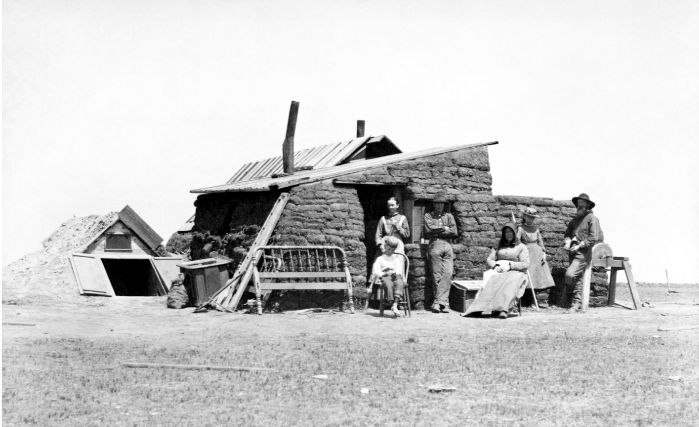 Chata z drnů-typické dobové stavení bílých přistěhovalců farmařících na pláních.