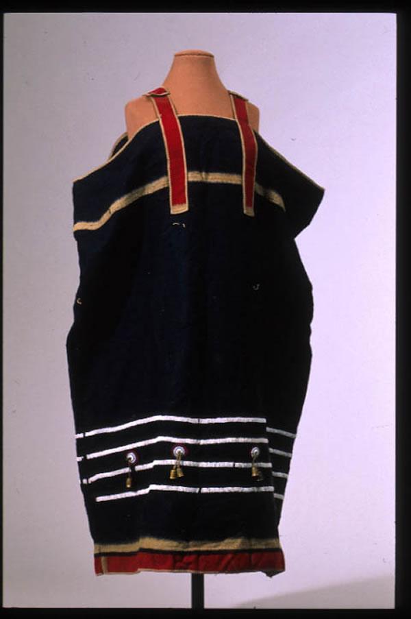Šaty bez dalších informací, pravděpodobně odžibwejské