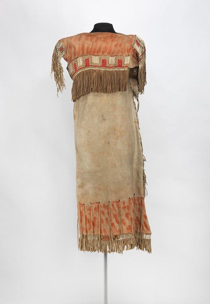 Šaty z přeložené kůže v jejich kríjské variantě,University of Pennsylvania museum of ethnology and archeology.