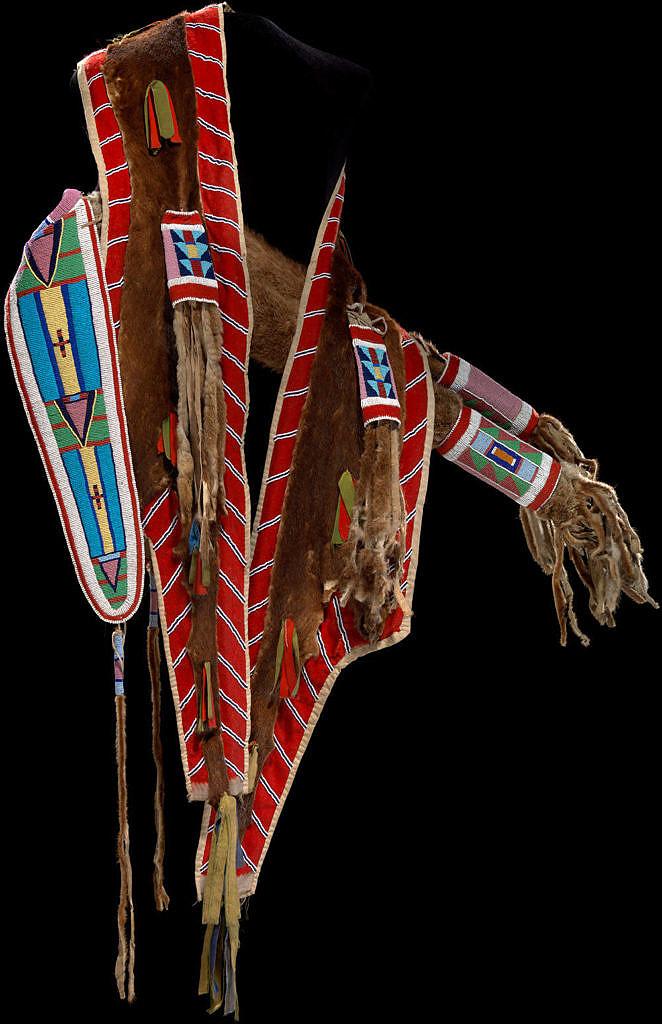 Nádherný toulec kmene Vran vyvedený v transmontánním uměleckém stylu