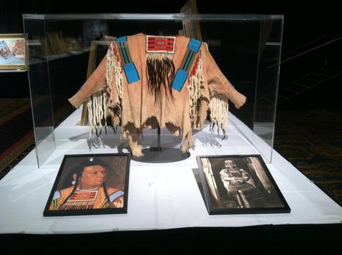 Košile která patřila náčelníku Josephovi byla vydražena na aukci za 877.500 amerických dolarů