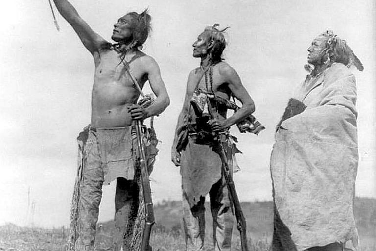 Bojovníci kmene Vran, fotografie Edward Curtis.
