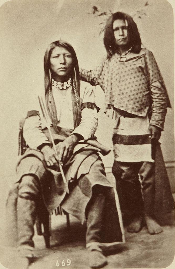 Dva indiáni z kmene Šošonů.