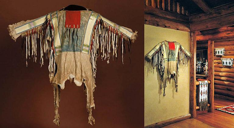 Originální válečná halena kmene Lakota jako dekorace interiéru.