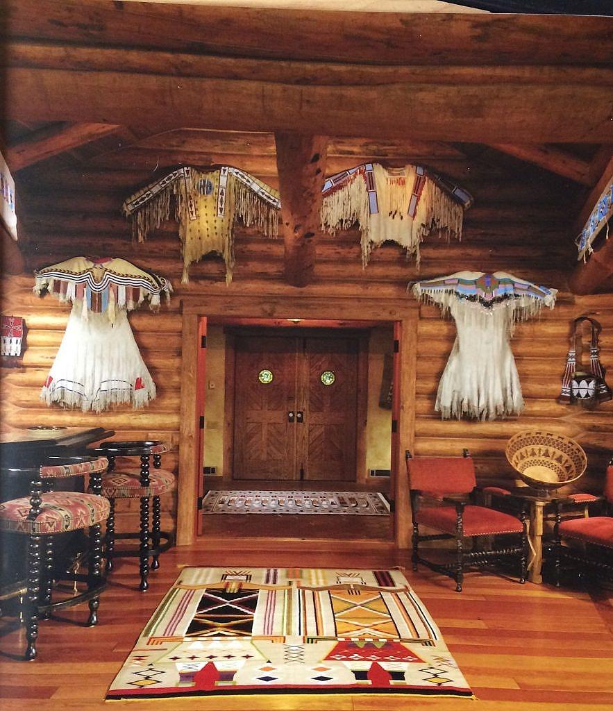 Stylový interiér s indiánskými originály.