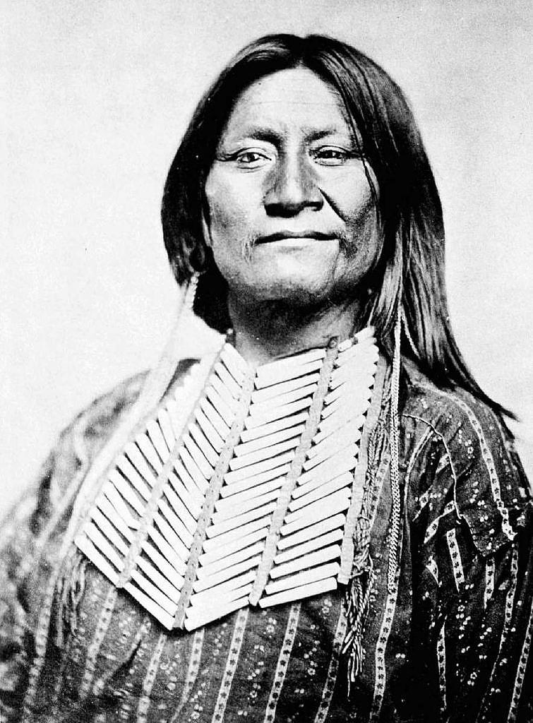 Náčelník Wičiů Esadowa s náprenksou. Fotografie William S.Soule cca 1870.