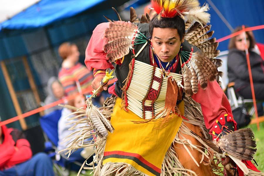 Moderní tanečník Pow Wow.