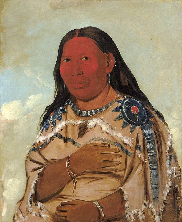 Manželka náčelníka kmene Hidatsů Dvě vrány. Na sobě má šaty z ovce tlustorohé s typickým ocáskem a proužkem chlupů v oblasti hrudníku. Malba George Catlina z roku 1832.