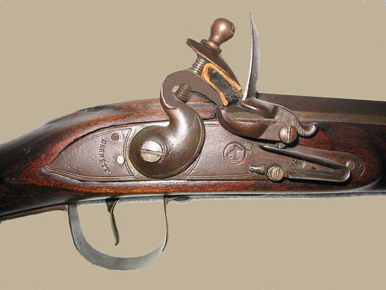 Zámek značky Barnett s typicky vyraženým znakem lišky v kruhu. Kusy vyrobené firmou Barnett byly považovány za nejkvalitnější.