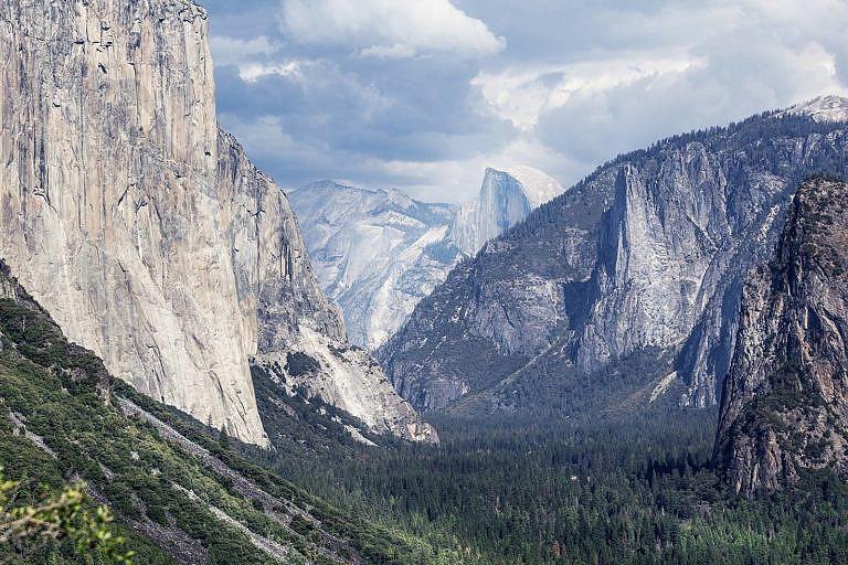 Skalisté hory. Přirozené životní prostředí ovce tlustorohé.