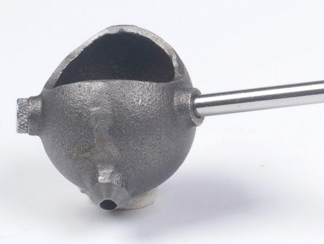 Detail licího zařízení od firmy Lyman.