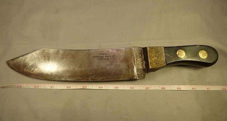 Velice těžký sekací nůž byl vyráběn v Sheffieldu na zákázku pro společnost Hudsons Bay Company, která jej dále prodávala indiánům i bílým lovcům. Dalo se s ním sekat dřevo, nebo i bourat zvěřina. Ideální byl na štípání bizoních kostí.