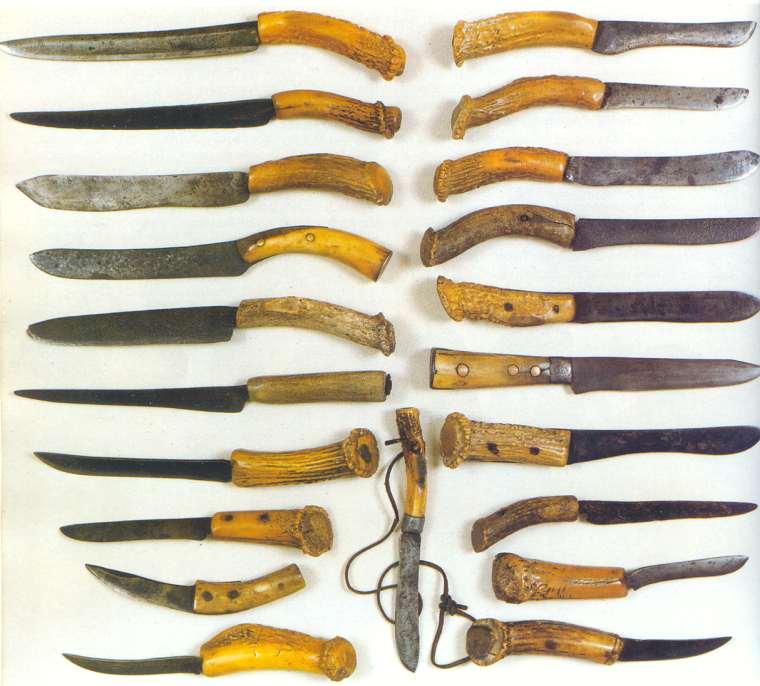 Americké primitivní nože s ručkou z parohu nebo kosti. Soukromá sbírka.
