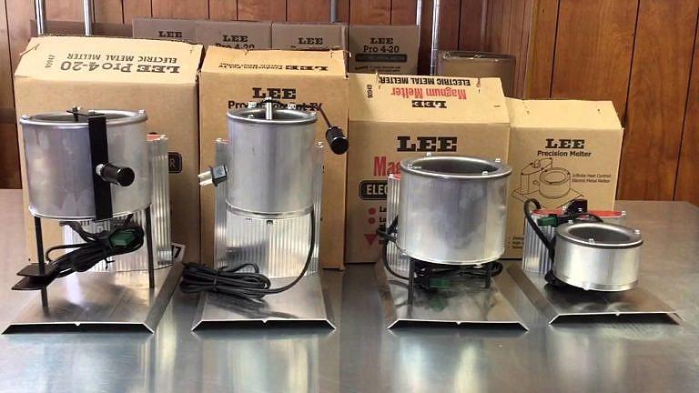 Elektrické pícky na lití olova od firmy Lee Precision. Firma je nabízí v různých velikostech.