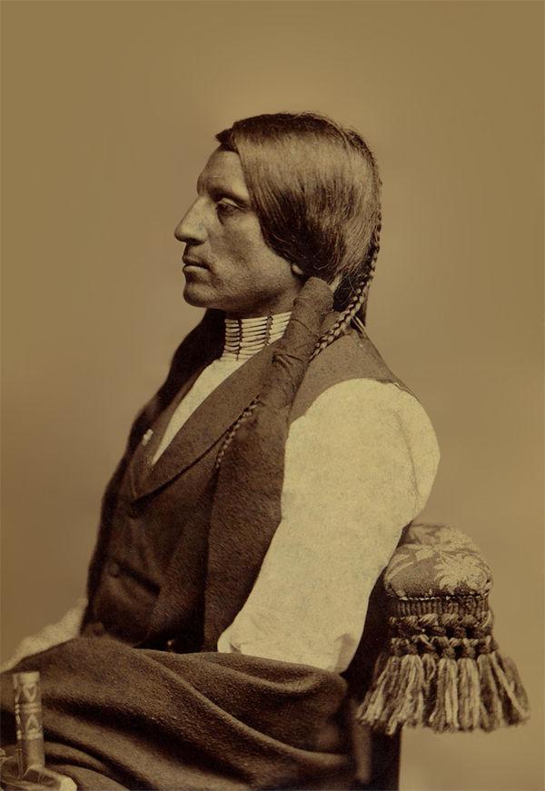 Rudá košile - Oglala Lakota.
