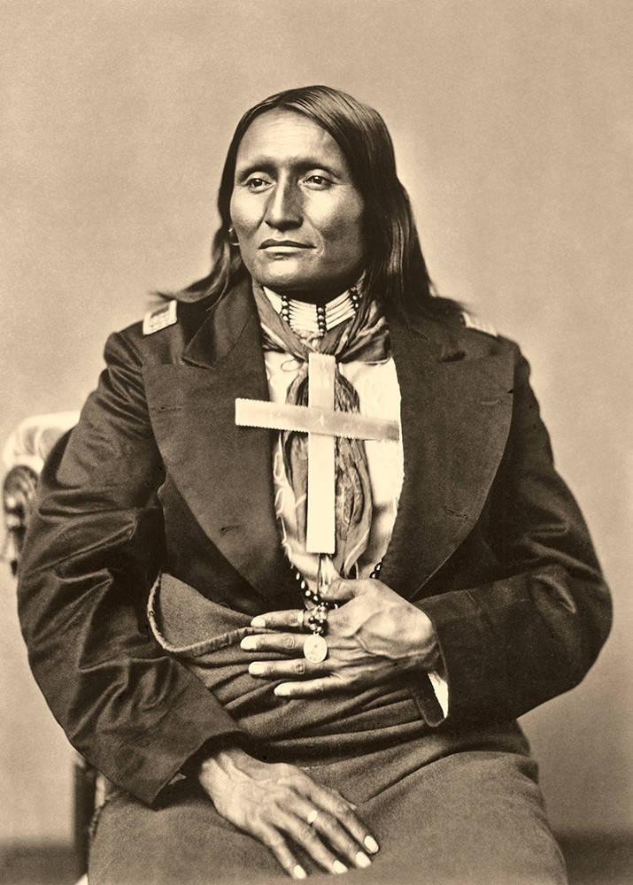 Bílý štít - náčelník Šajenů na fotografii C. M. Bella z roku 1873.