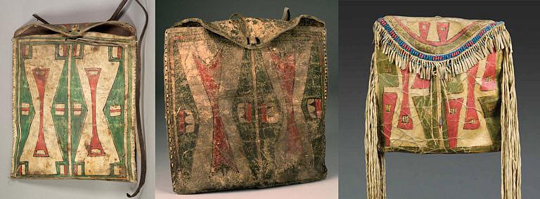 Ploché tašky (parfleše). Taška vlevo a uprostřed jsou Šajenské, taška vpravo Arapažská, což se pozná podle třásní. Šajeni nikdy naplikovali na ploché tašky třásně. Všimněte si podobnosti vzorů způsobeného mezikmenovým ovlivňováním.
