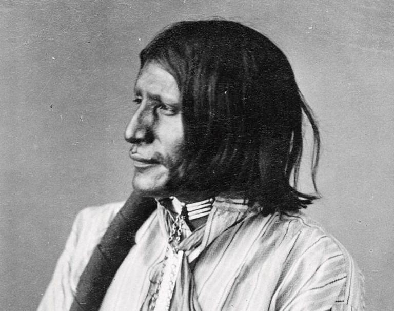 Tvrdé srdce - válečník kmene Lakotů na dobové fotografii A. Gardnera.