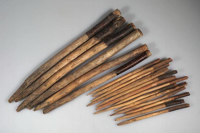 Originální sada spínacích jehlic a kolíků z American Museum of Natural History.