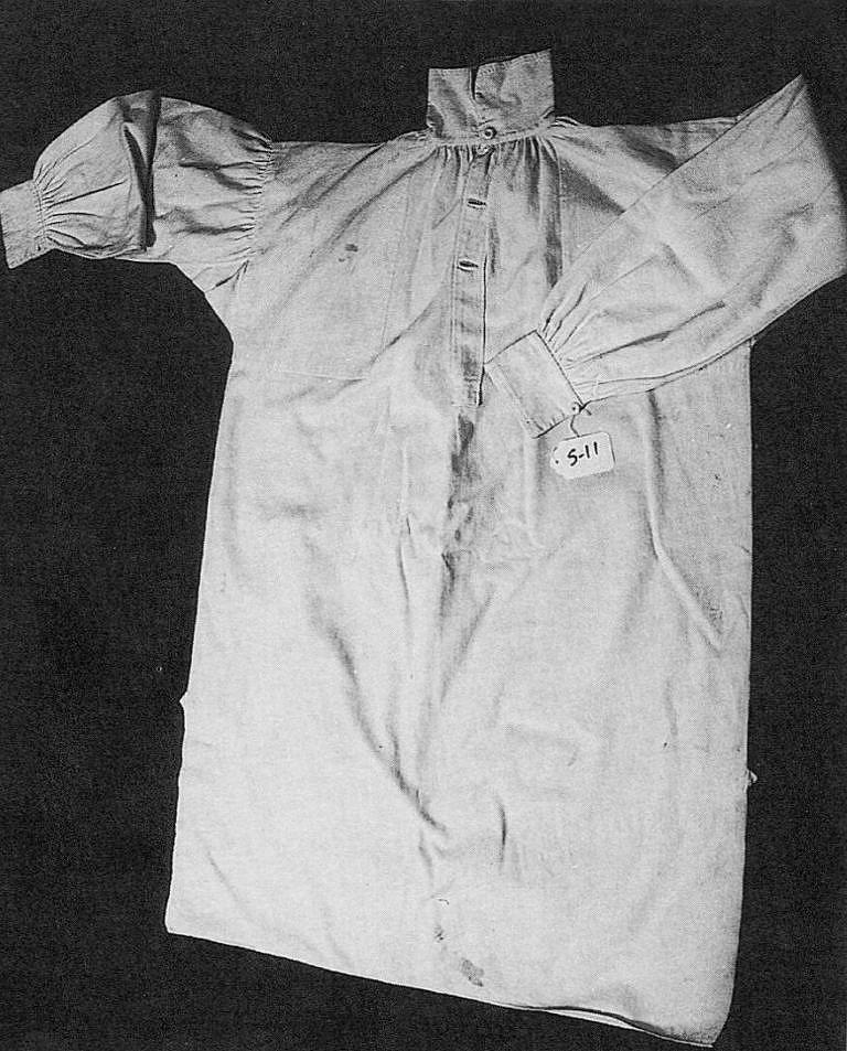 Originální košile hranatého střihu z 1. poloviny 19. století.