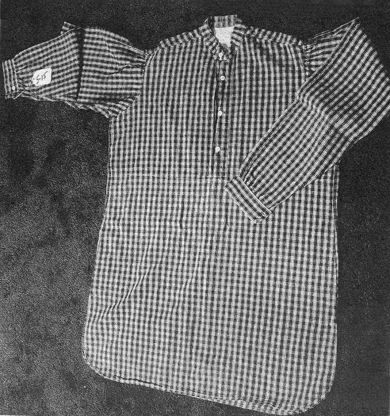 Originální košile krejčovského střihu z 2. poloviny 19. století.