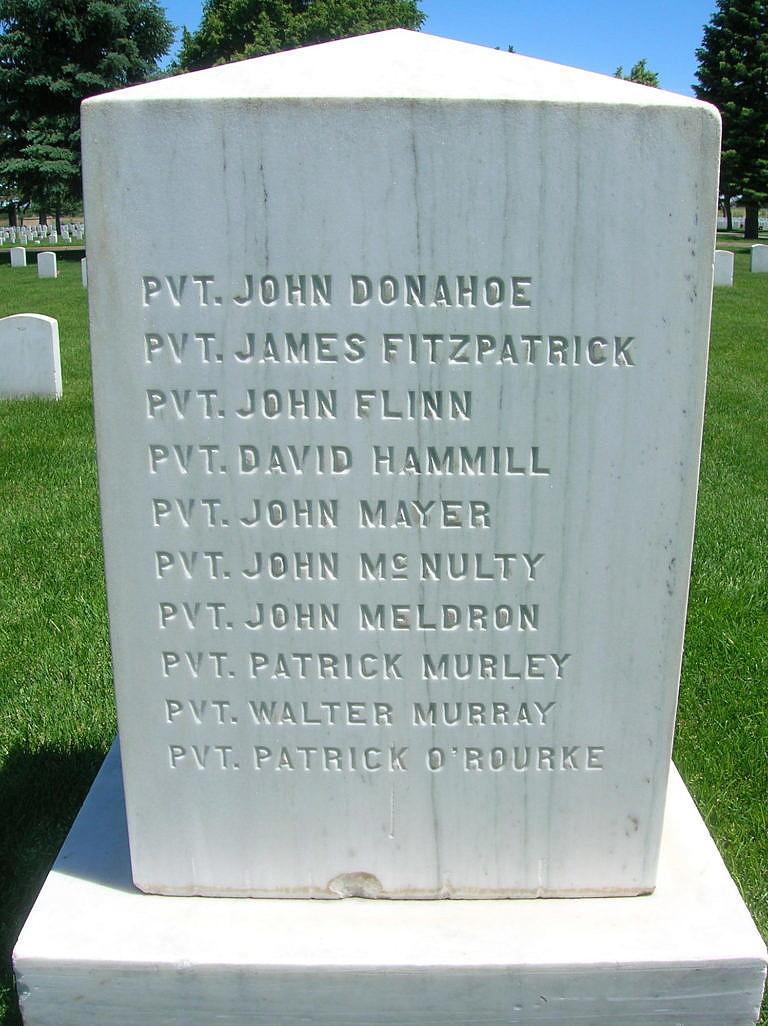 Pomník se jmény vojáků, kteří padli během Grattanova masakru.