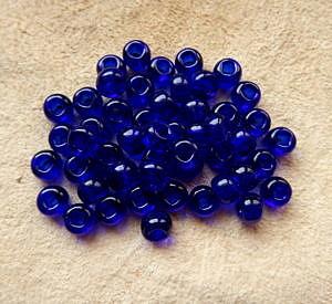 """Korálky """"crow beads"""", 7 mm, tmavě modré transparentní"""