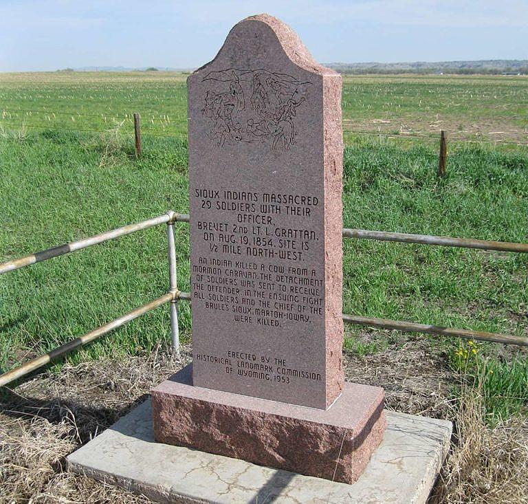 Pomník, připomínající Grattanův masakr.