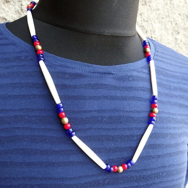 Indiánský náhrdelník z kostic