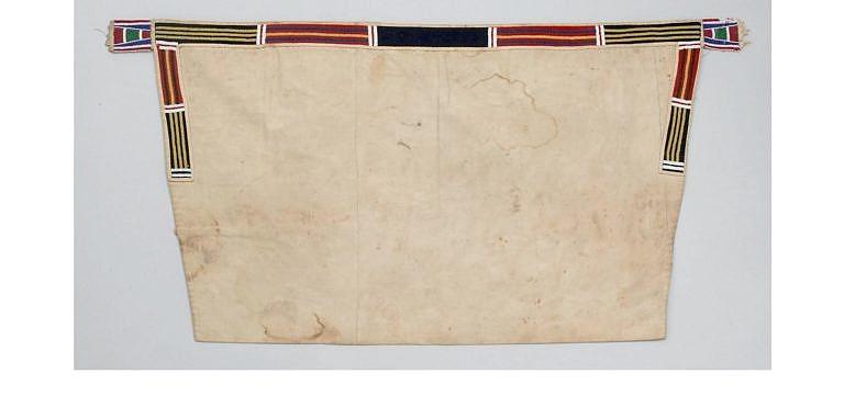 Podsedlová deka transmontánního původu. Vyrobená je z bavlněného nebo lněného plátna. BBHC.