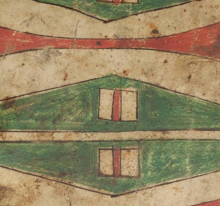 Detail šajenské malované parfleše. Tenké hnědé linky, lemující barevné plochy byly typické pro kmeny jižních a centárlních plání.