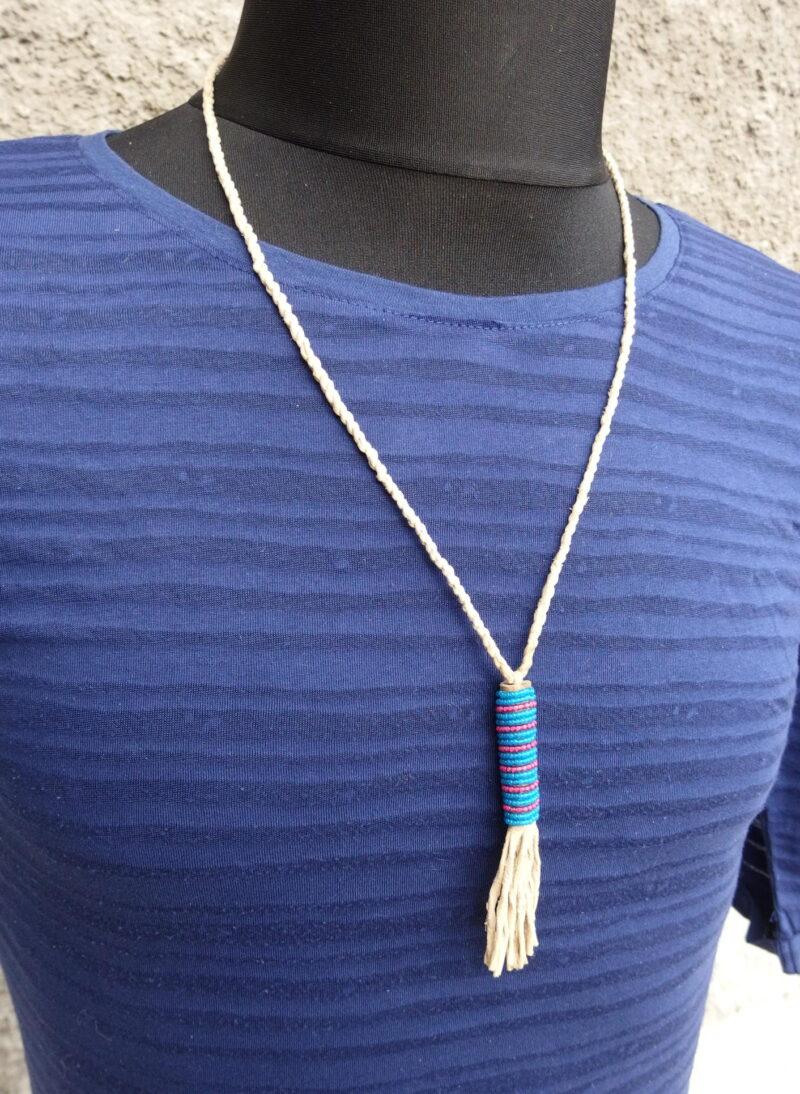 Indiánský náhrdelník s korálkovým přívěskem z období indiánských válek