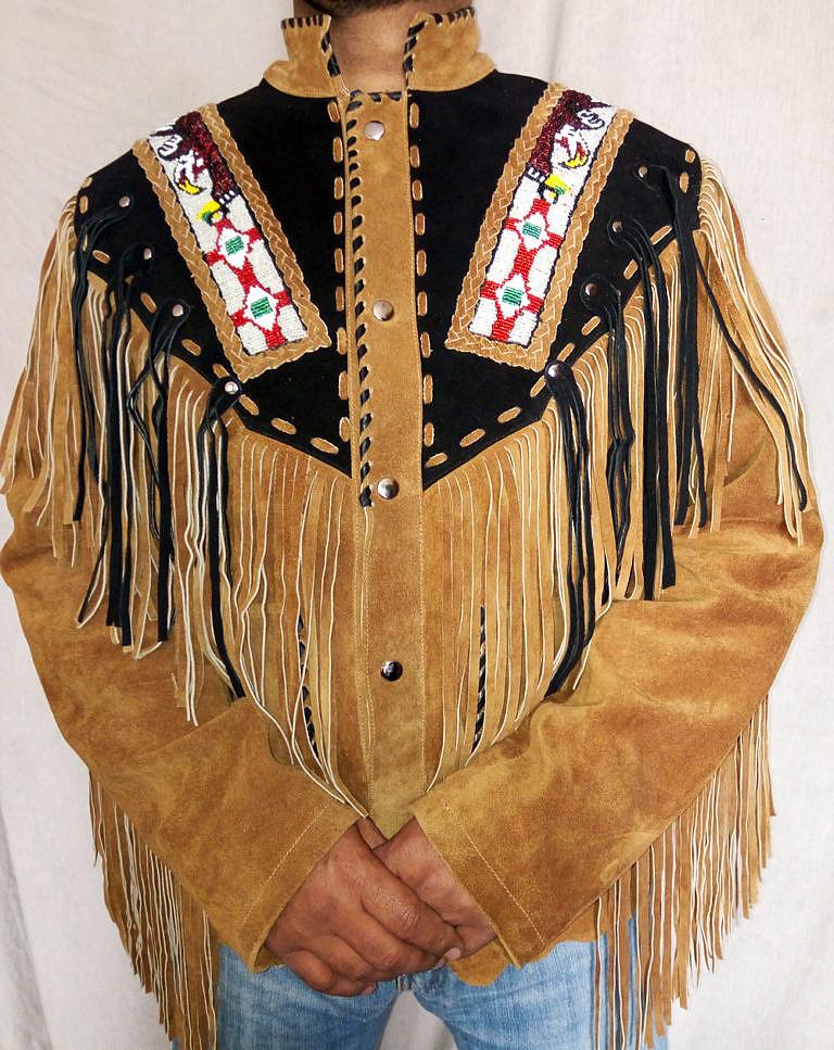 """Westernové sako s rádoby """"indiánskými"""" korálkovanými pásy. Jde o výplod fantazie, se skutečnými indiány a jejich umění nemá nic společného."""