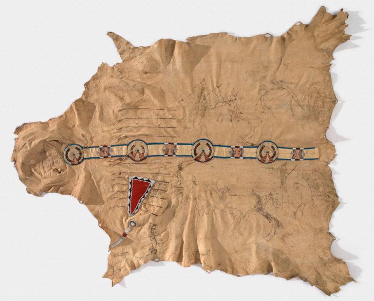 Bizoní plášť s vyšívaným pásem z ursoních ostnů a korálků. Vrány, National Museum of American Indian.