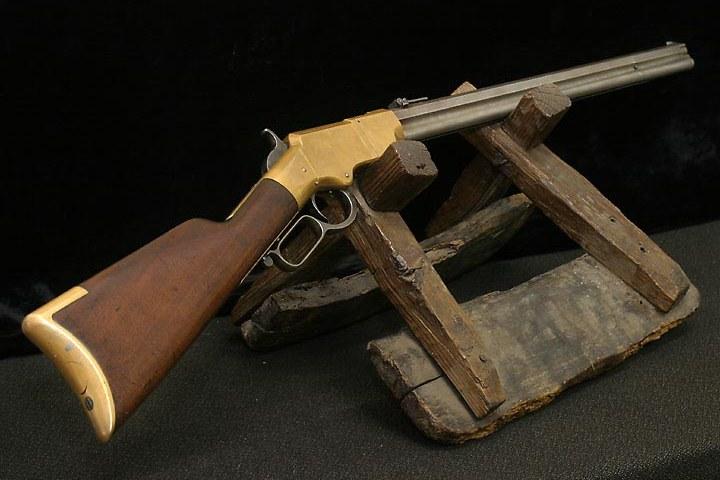 Opakovací puška Henry rifle.