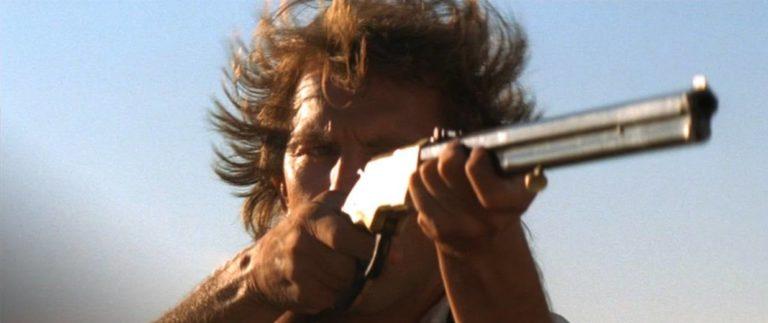 Kevin Costner alias poručík John Dunbar ve filmu Tanec s vlky vlastnil na svou dobu moderní opakovačku Henry rifle.