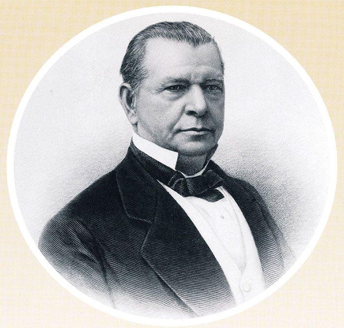 Oliver Winchester byl textilní kapitalista, který vyráběl bavlněné košile ve velkém. Zbraním vůbec nerozuměl, ale přesto investoval do vývoje nové opakovací pušky. Podařilo se mu získat pro spolupráci B.T.Henryho, který projekt dovedl do úspěšného konce.